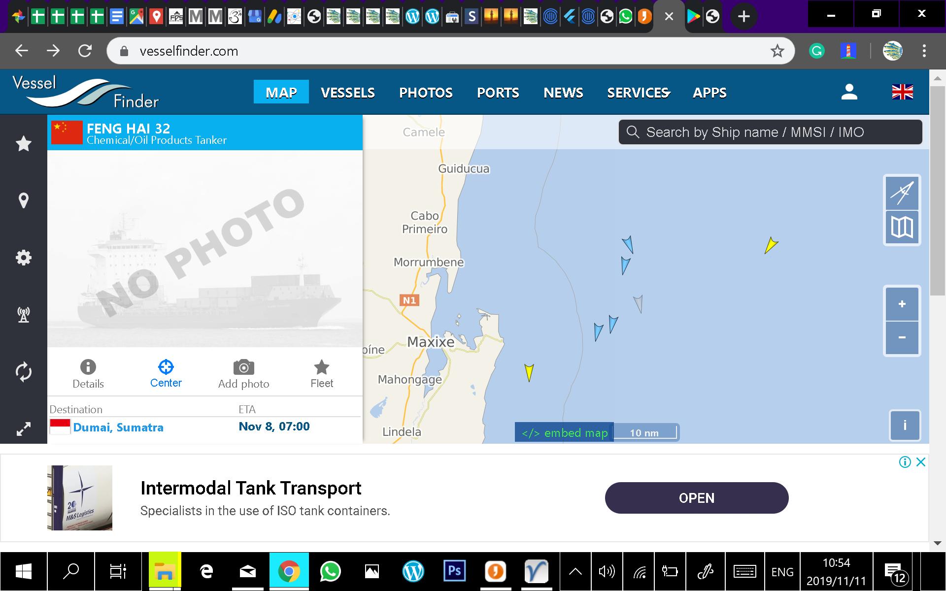 Vesselfinder screen shot of fishing vessels fishing close together of Xai Xai